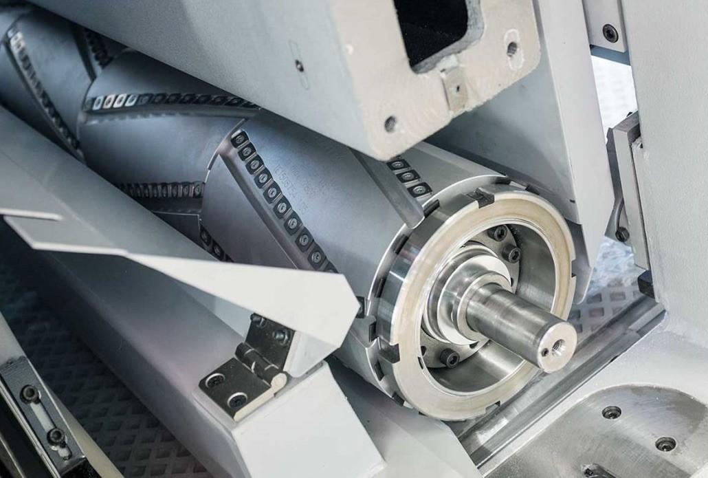Pour dégauchir ou raboter en épaisseur avant la finition par ponçage. Différents modèles, p. ex. à plaquettes réversibles. Disponibles en largeurs d'usinage de 650, 1100, 1350, 1600 mm.