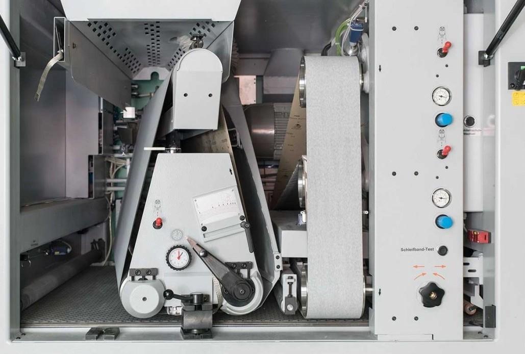 Selon l'application, comme bande transversale en début d'usinage, comme égrenage high gloss après les unités longitudinales ou comme unité à intégrer entre d'autres unités.